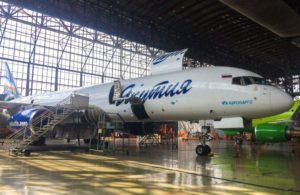 В Сибирь Техник впервые выполнили тяжелую форму ТО для самолета Boeing 757-200