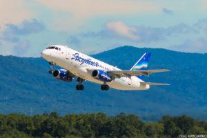 В самолете, совершившем вынужденную посадку в аэропорту Владивостока, летел губернатор Якутии