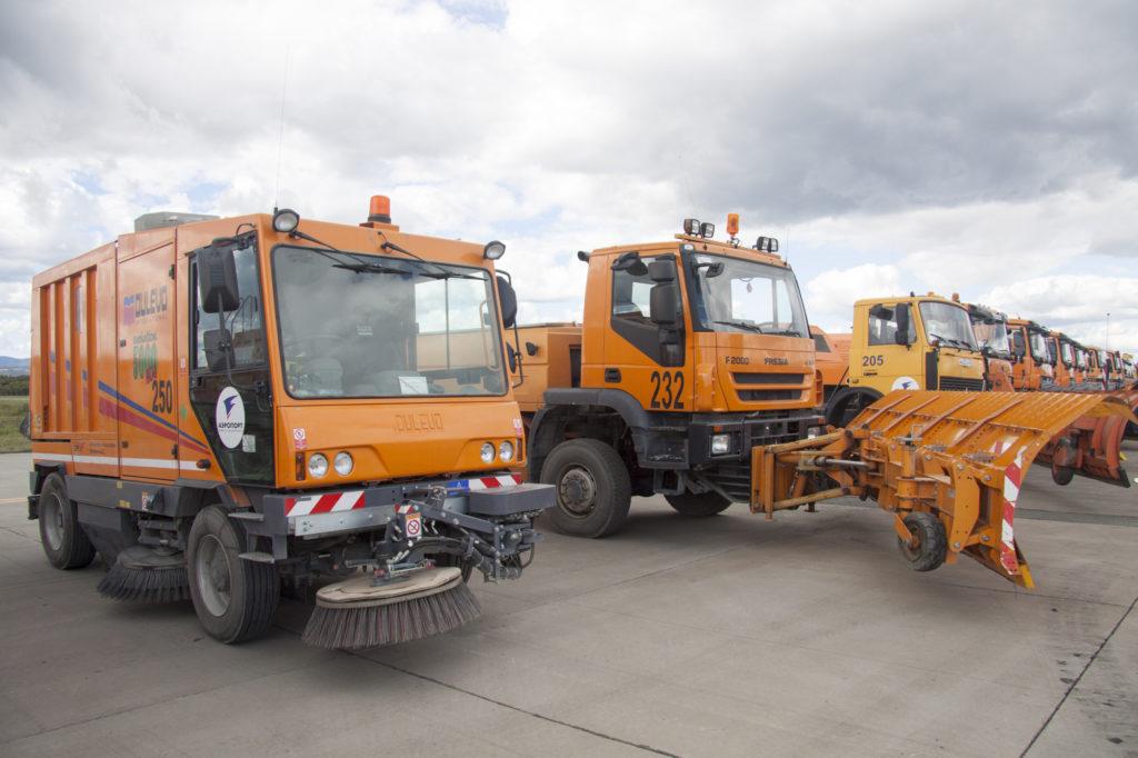 Спецтехника аэропорта Южно-Сахалинска готова к зиме