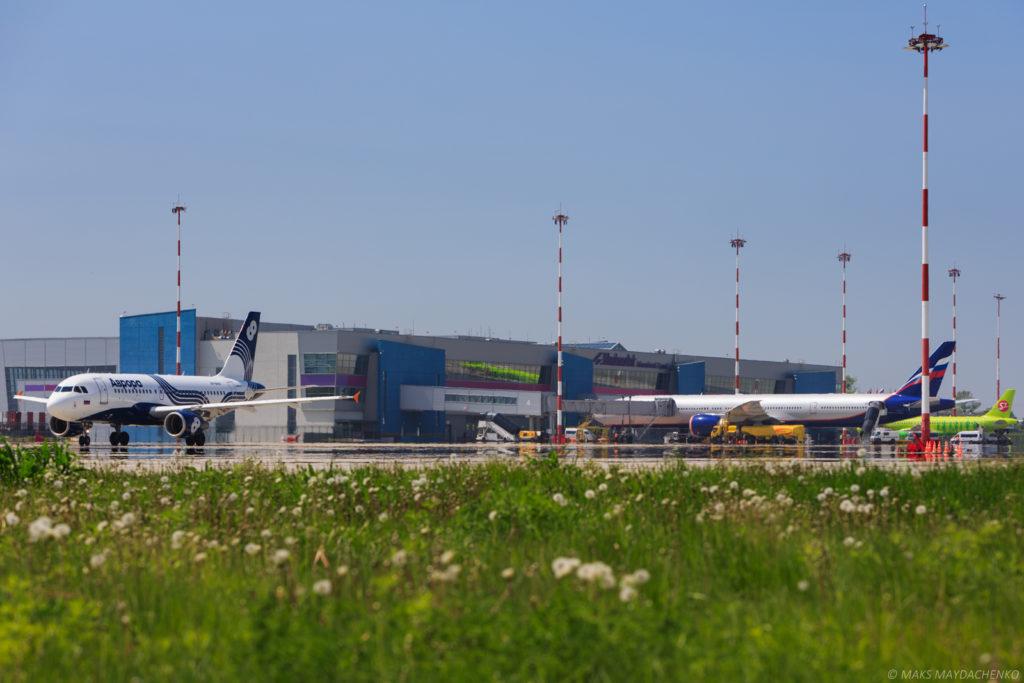 Аэропорт Владивостока в интенсивном режиме принимает участников ВЭФ-2016