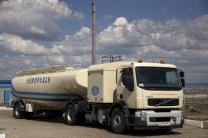 В аэропорту Южно-Сахалинска прошла проверка качества авиационного топлива