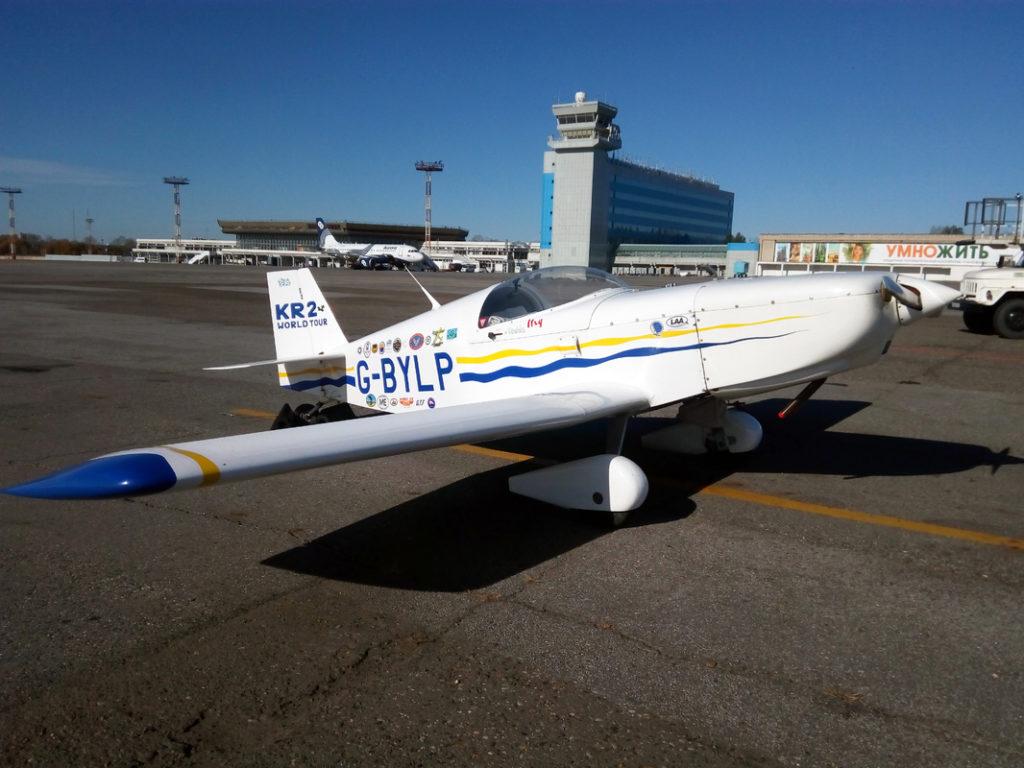 Самолет английского путешественника Колина Хейлса две недели находился в аэропорту Хабаровска