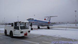В аэропорт Петропавловска-Камчатского поступил новый аэродромный тягач