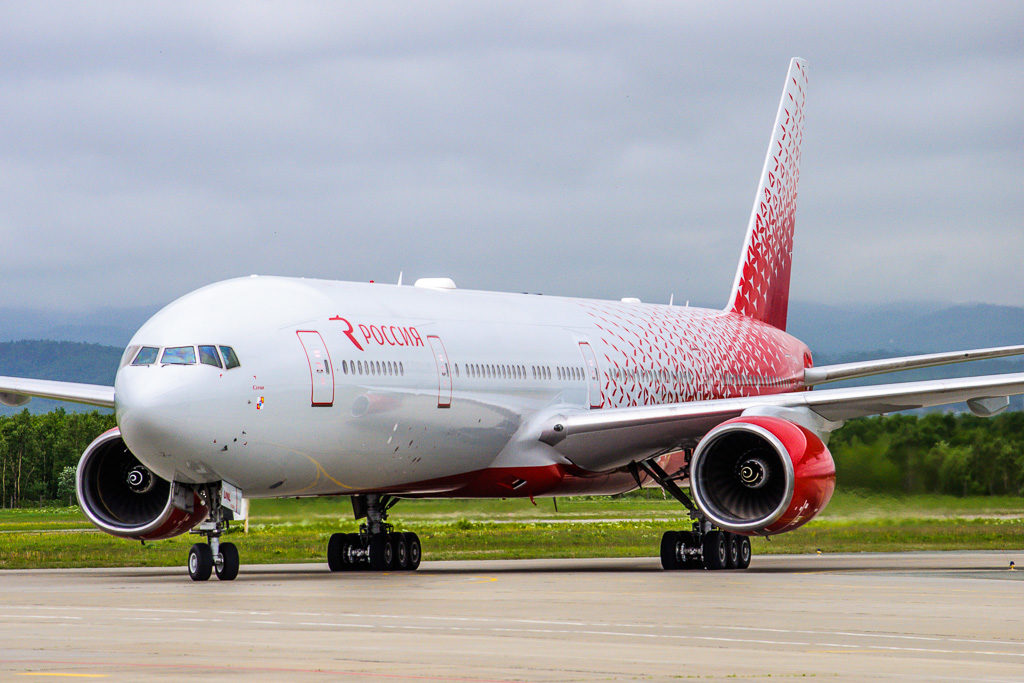 Boeing 777-300, регистрация: EI-UNL (Сочи)