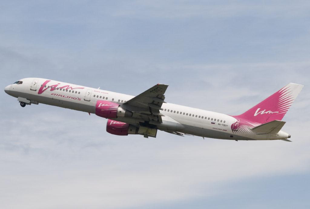 Водитель погрузчика повредил самолет в аэропорту Благовещенска