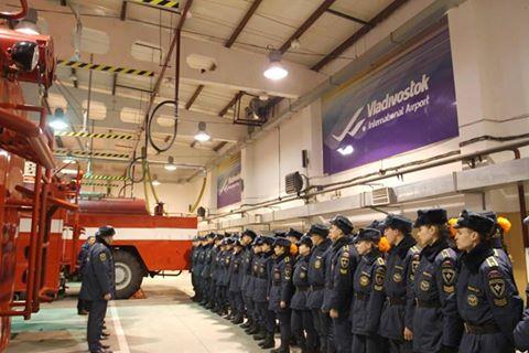 Для курсантов спасательной академии в аэропорту Владивостока пошла экскурсия