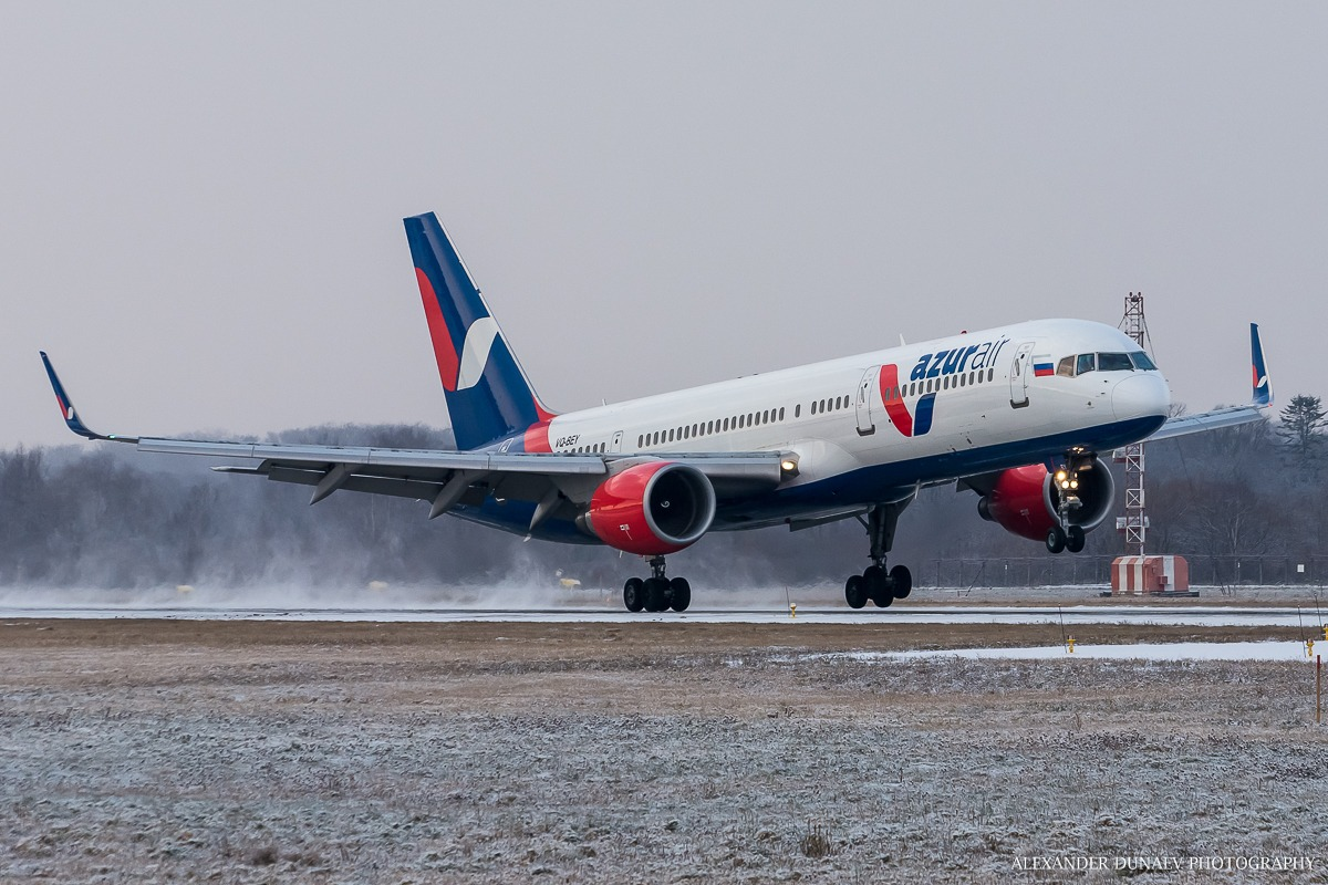 Авиакомпания Azur Air выполнила первый рейс из аэропорта Южно-Сахалинска