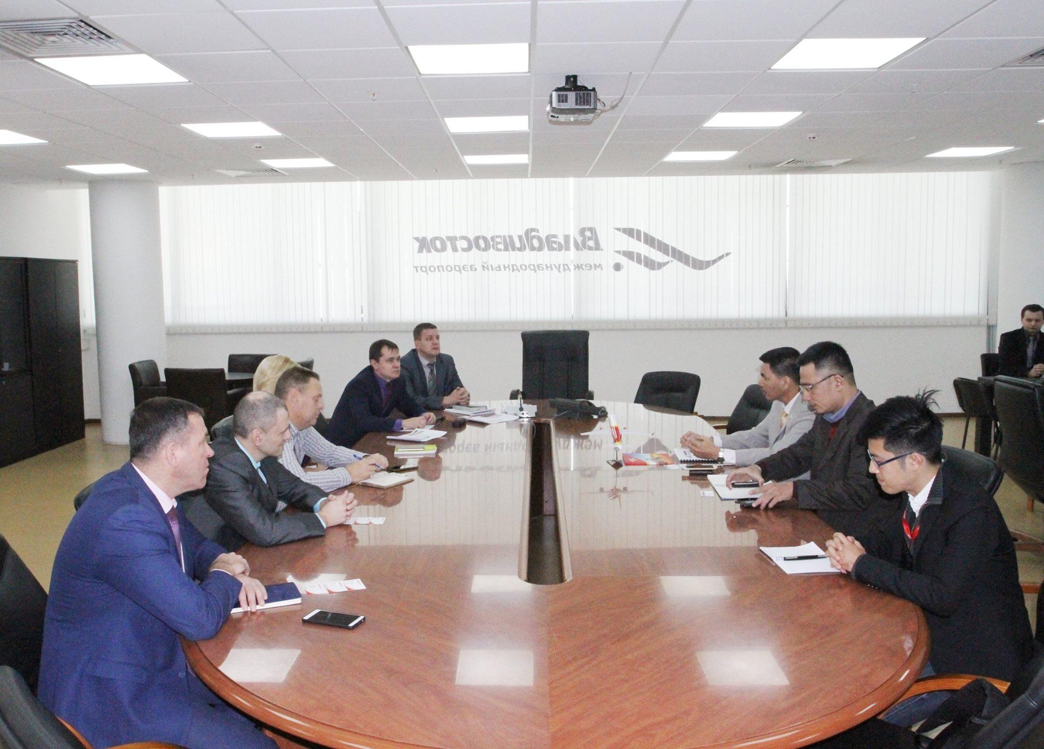 Аэропорт Владивосток провел рабочую встречу с представителями вьетнамской авиакомпании VietJet Air