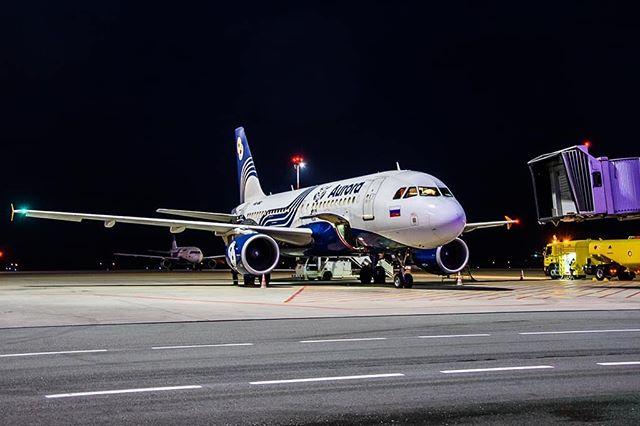 """️«АВРОРА» ЗА ДЕСЯТЬ МЕСЯЦЕВ ПЕРЕВЕЗЛА БОЛЕЕ 1.4 МИЛЛИОНА ПАССАЖИРОВ⠀Авиакомпания «Аврора», входящая в группу «Аэрофлот», за январь – октябрь 2019 года перевезла 1 422 470 пассажиров, что на 3% больше, чем за аналогичный период прошлого года.⠀Рост парка необходим """"Авроре"""" для выполнения стратегической цели — """"двукратного роста операций в Дальневосточном федеральном округе"""". De Havilland Canada поможет авиакомпании в выборе вариантов финансирования сделки⠀Авиакомпания за десять месяцев 2019 года выполнила 21 462 рейса, что на 4% больше, чем в прошлом году. Из них – 5 303 международных рейса, внутренних – 16 159рейсов.⠀📸Автор фото@ufedor⠀Не забываем подписываться на наш канал в Telegram, ссылка шапке профиля⠀#aviakhv #аэропорт #аврора"""