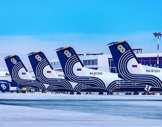 """️""""Аврора"""" приступила к формированию сделки на пять самолетов Dash 8-400⠀Дальневосточная региональная авиакомпания """"Аврора"""" (входит в группу """"Аэрофлот"""") подписала соглашение о намерении (Letter of Intent; LOI) приобрести пять турбовинтовых самолетов Dash 8-400 (ранее известных как Bombardier Q400). Об этом в рамках Dubai Airshow 2019 сообщила канадская компания De Havilland Canada — новый производитель и продавец машин этого типа.⠀Рост парка необходим """"Авроре"""" для выполнения стратегической цели — """"двукратного роста операций в Дальневосточном федеральном округе"""". De Havilland Canada поможет авиакомпании в выборе вариантов финансирования сделки⠀📸Автор фото@ufedor⠀Не забываем подписываться на наш канал в Telegram, ссылка шапке профиля⠀#aviakhv #Южносахалинск #аэропорт #аврора"""